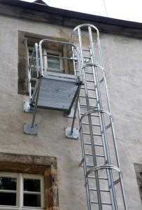 kleinpretzfeld-02-203x300 Sicherer Abstieg an der Schlossfassade