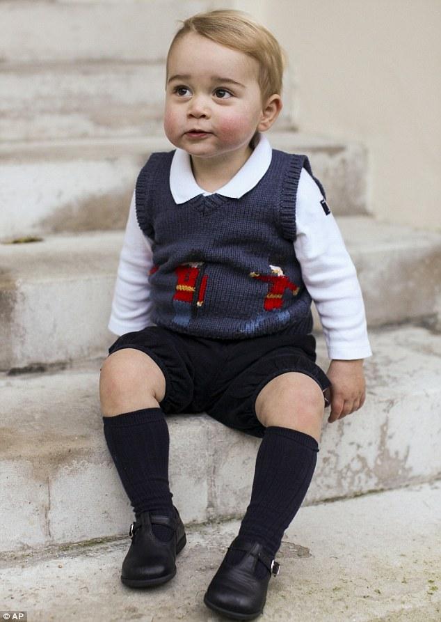 241910CC00000578-0-image-m-27_1419183265017 Prince George traf Weihnachts in einem örtlichen Stadtfest