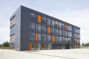 23239e931c-300x199 in-tech eröffnet Engineering Center in Wolfsburg