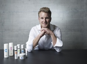 Dr.-Felix-Bertram-02-2_low.res_-300x220 Die Zukunft der Hautpflege beginnt mit viliv