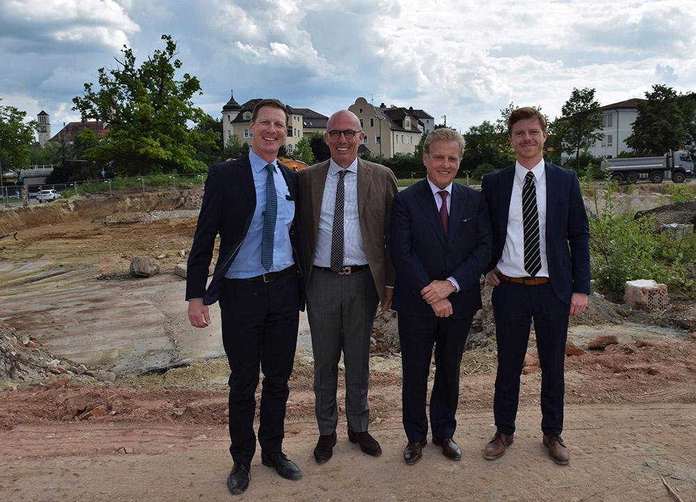 v. li. Michael Aritsch, Laurent De Warenn (Deutschlandchef Investhotel GmbH), Yvon Houbé und Falk Laudi, Senior Manager Development AccorHotels (Foto: Bernhard Krebs)
