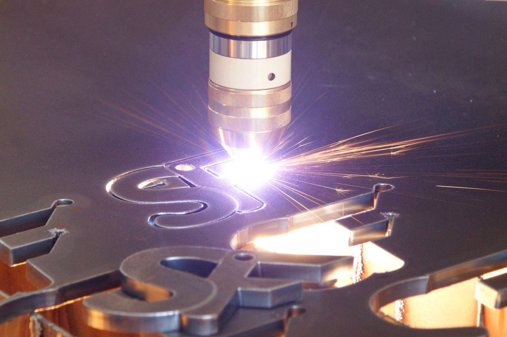 CNC-guided plasma cutting with Smart Focus