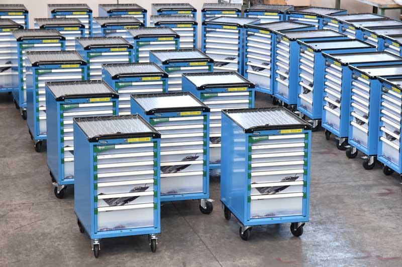 Eine Flotte von achtzig MASTER Schubladenwagen zur Implementierung der Werkstatteinrichtung von Leonardo Finmeccanica