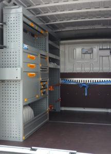 Eine mobile Werkstatt Marke StoreVan für die Installation von Klima- und Kälteanlagen