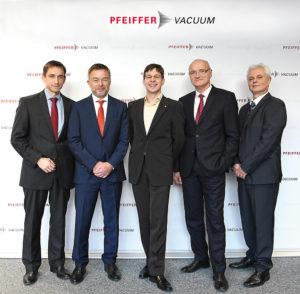 Pfeiffer_Vacuum_Roentgenpreis-2016_1000px-300x294 Pfeiffer Vacuum welcomes 2016 Röntgen Award Winner