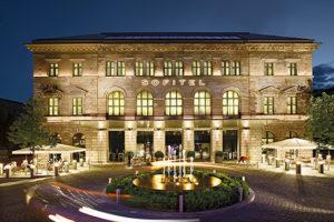 """SOFITEL MUNICH BAYERPOST MIT WORLD LUXURY HOTEL AWARD """"CONTEMPORARY/STYLISH HOTEL"""" AUSGEZEICHNET"""