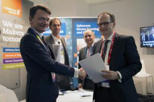 Strategische Allianz beschleunigt die Entwicklung serienreifer V2X-Kommunikation autonomer Fahrzeuge