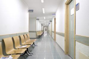 i60-1200_LED_hospital_corridor_mount01-800x524-300x197 Glamox i60: Flexible und robuste LED-Leuchte
