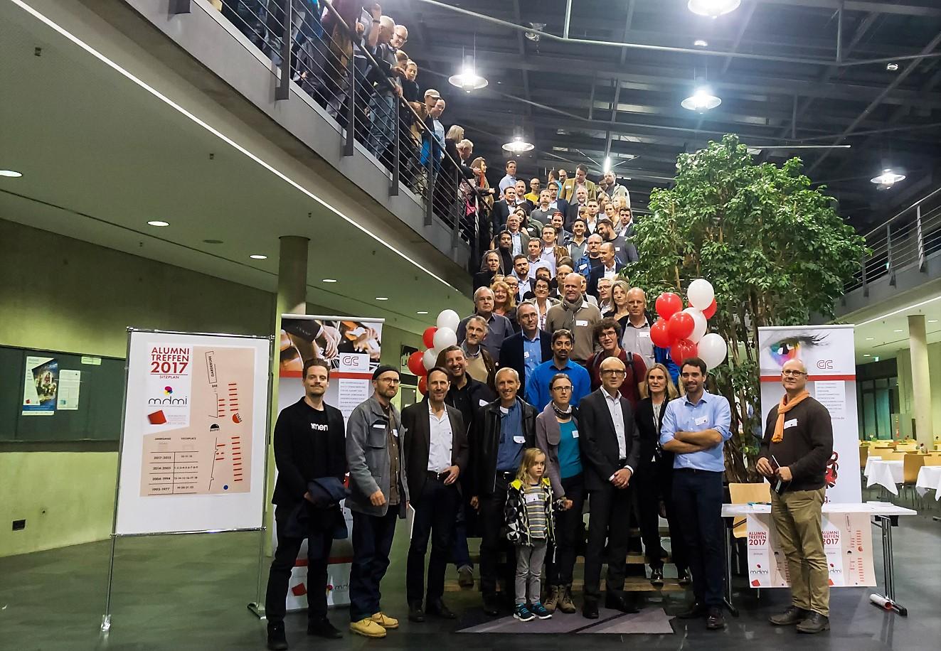 """MDMI_Alumni_Treffen_Foto Gelebtes Netzwerk! Über 250 """"Ehemalige"""" des Studiengangs Druck- und Medientechnik beim Alumini-Treffen an der Hochschule"""