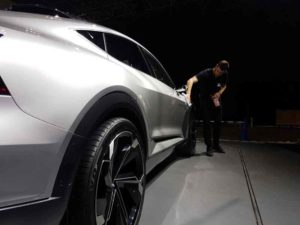 Tokyo Motor Show in Action mit Olymp