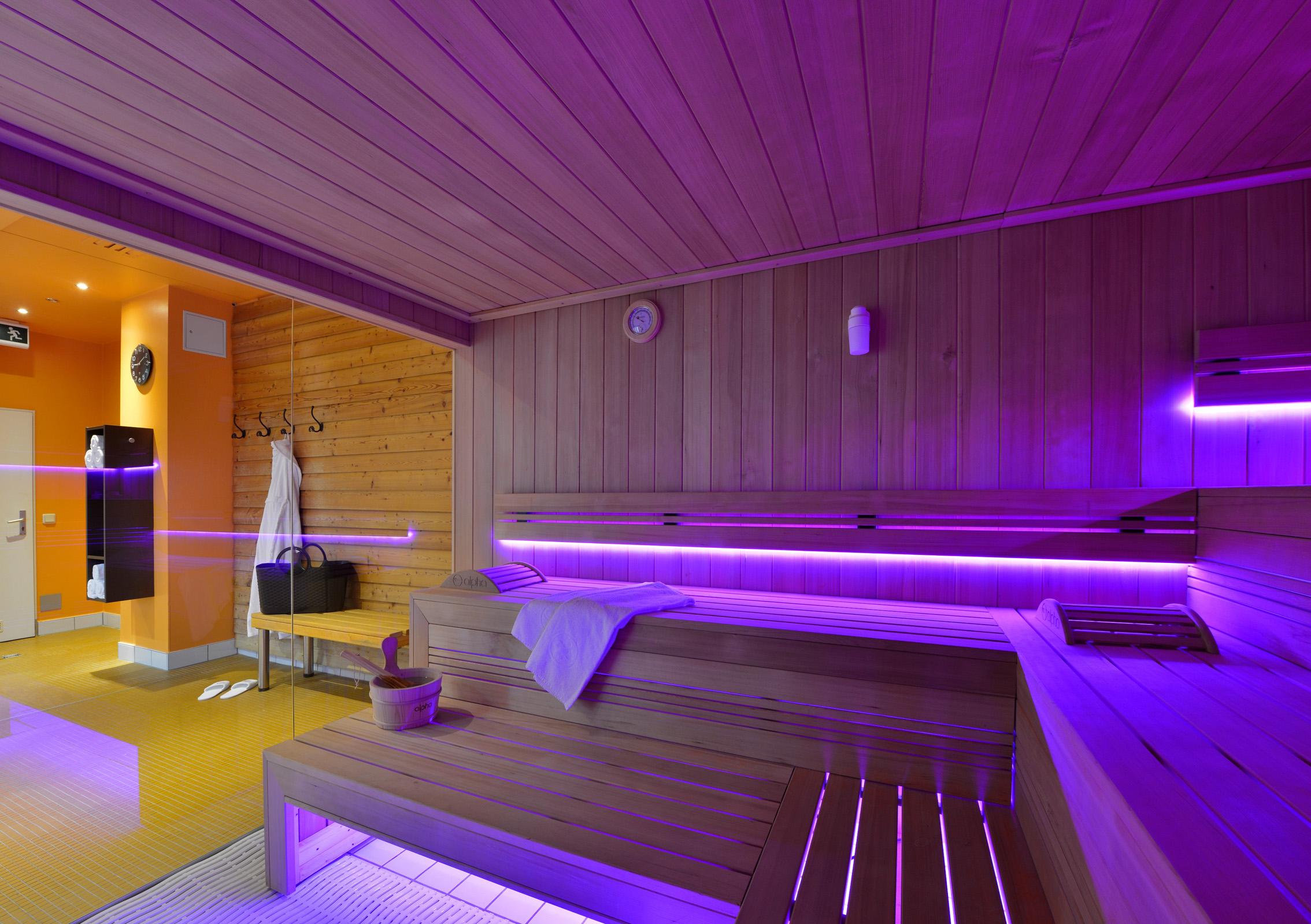 gesund saunieren in bad g gging. Black Bedroom Furniture Sets. Home Design Ideas