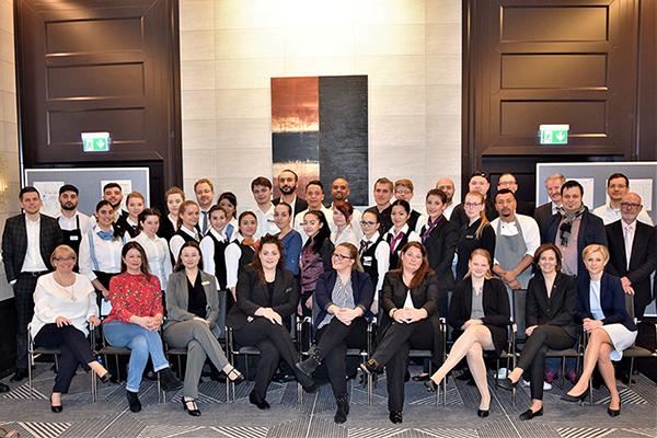 Zwölf Frankfurter AccorHotels bereiten ihre Azubis mit Prüfungssimulation für den IHK-Abschluss vor
