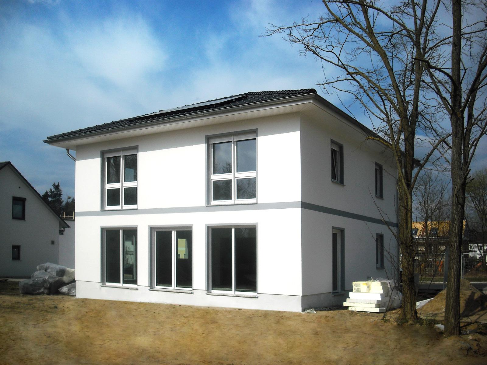 elegante villa f r die ganze familie hausbesichtigung am 28 29 april in berlin gatow. Black Bedroom Furniture Sets. Home Design Ideas