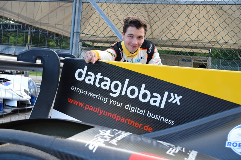 Laurents Hörr präsentiert dataglobal als Sponsor auf seinem Norma M30 LMP3-Rennwagen im Le Mans Cup