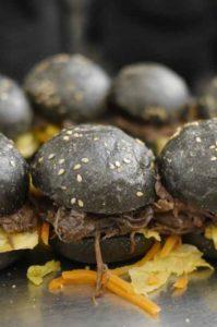 WM-Burger in Schwarz-Rot-Gold bei Optimahl