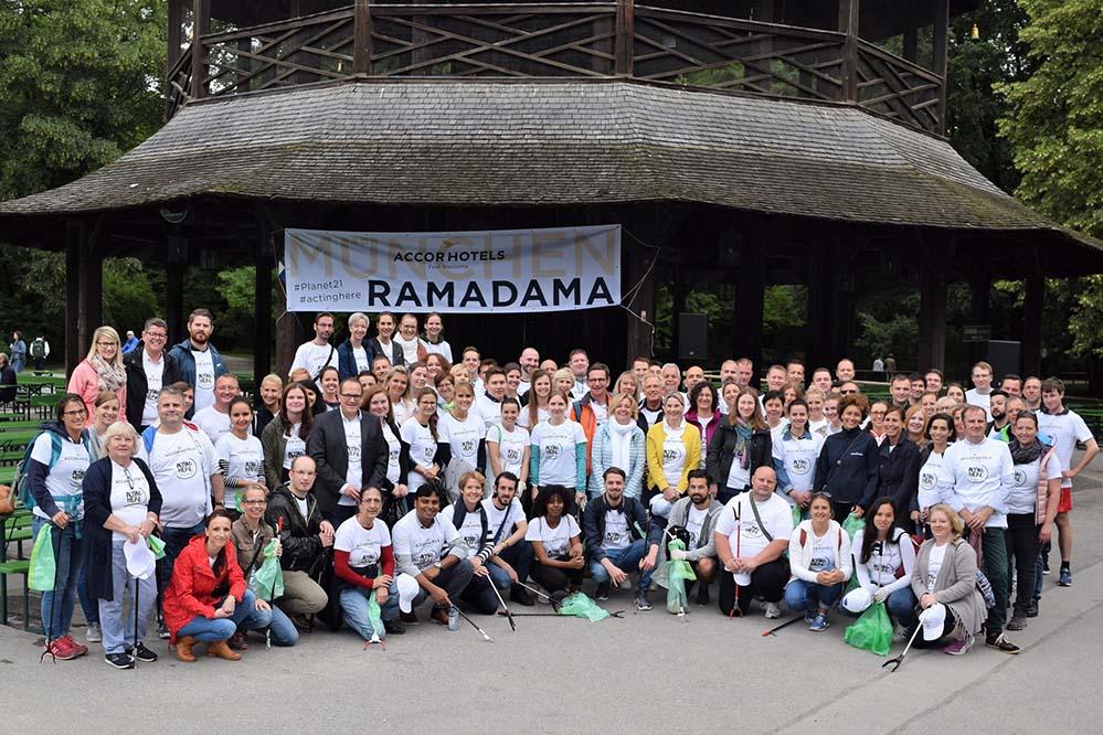 Ramadama-AccorHotels-2018_Foto2_300kb Münchner AccorHotels und Hauptverwaltung aktiv bei ihrem 11. RAMADAMA im Englischen Garten