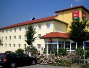 Parkplatz am Flughafen. Köln Gremberghoven – Ibis Hotel.