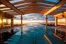 """MRF-Infinity-Pool_k Wellnesstraum in über 1.766 Meter Höhe, ein Wohlfühlurlaub für Ruhesuchende mit """"Spirit am Berg"""": Herbstliche Inspirationen & viel Ruhe im Mountain Resort Feuerberg."""