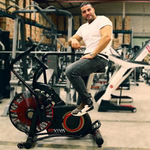 Box-Weltmeister Manuel Charr besucht AsVIVA und trainiert auf AsVIVA Airbike F1