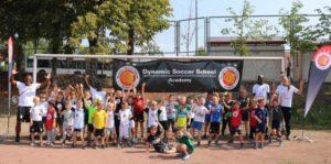 Grundschüler feiern Fußballfest mit Dynamic Soccer School