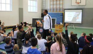 Begeisterte Grundschüler beim Projekttag mit der Dynamic Soccer School