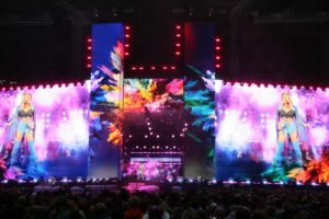 Megaforce entwickelte Custom-Bühne für Stadiontour von Helene Fischer