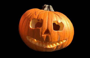 Geschnitzte Kürbisgesichter An Halloween