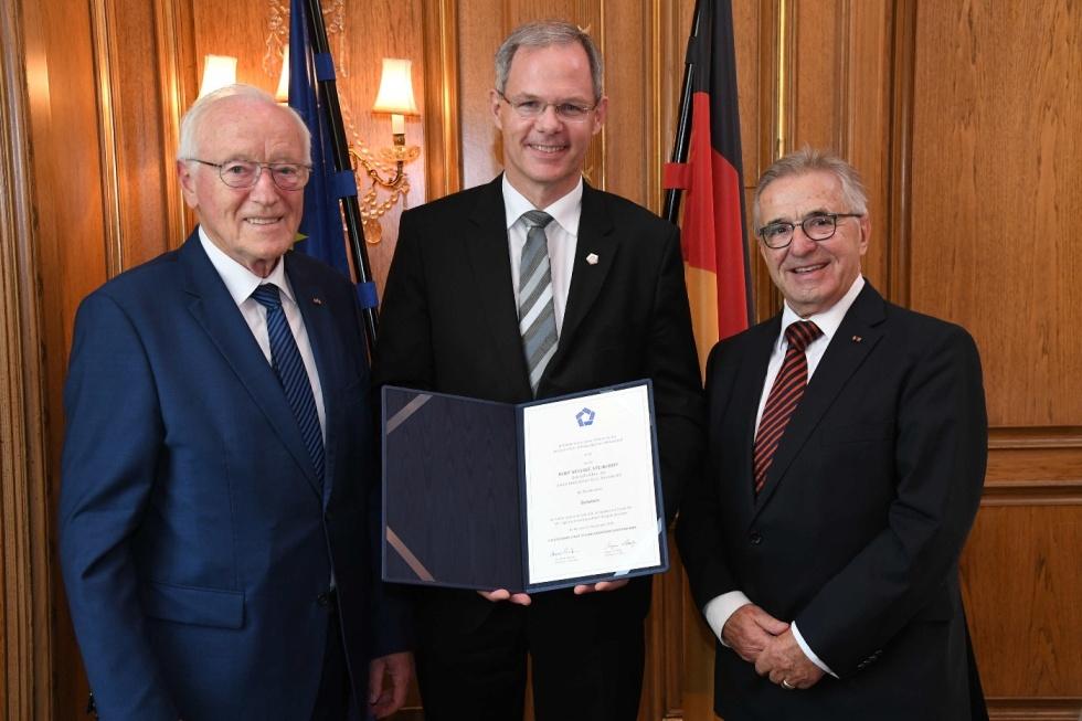 Rolf Seelige-Steinhoff, Geschäftsführer der SEETELHOTELS Usedom, erhält gleich zwei besondere Auszeichnungen