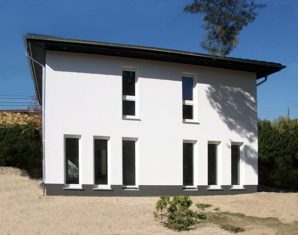 roth-massivhaus_stadtvillen_objekt_2253_nuessgen_lugana_01-1024x808 Viel Platz für die ganze Familie | Hausbesichtigung am 3./4. November in 12526 Berlin-Bohnsdorf