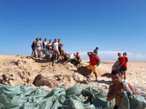Vereinsteam engagiert sich gegen Plastikmüllverschmutzung am Roten Meer