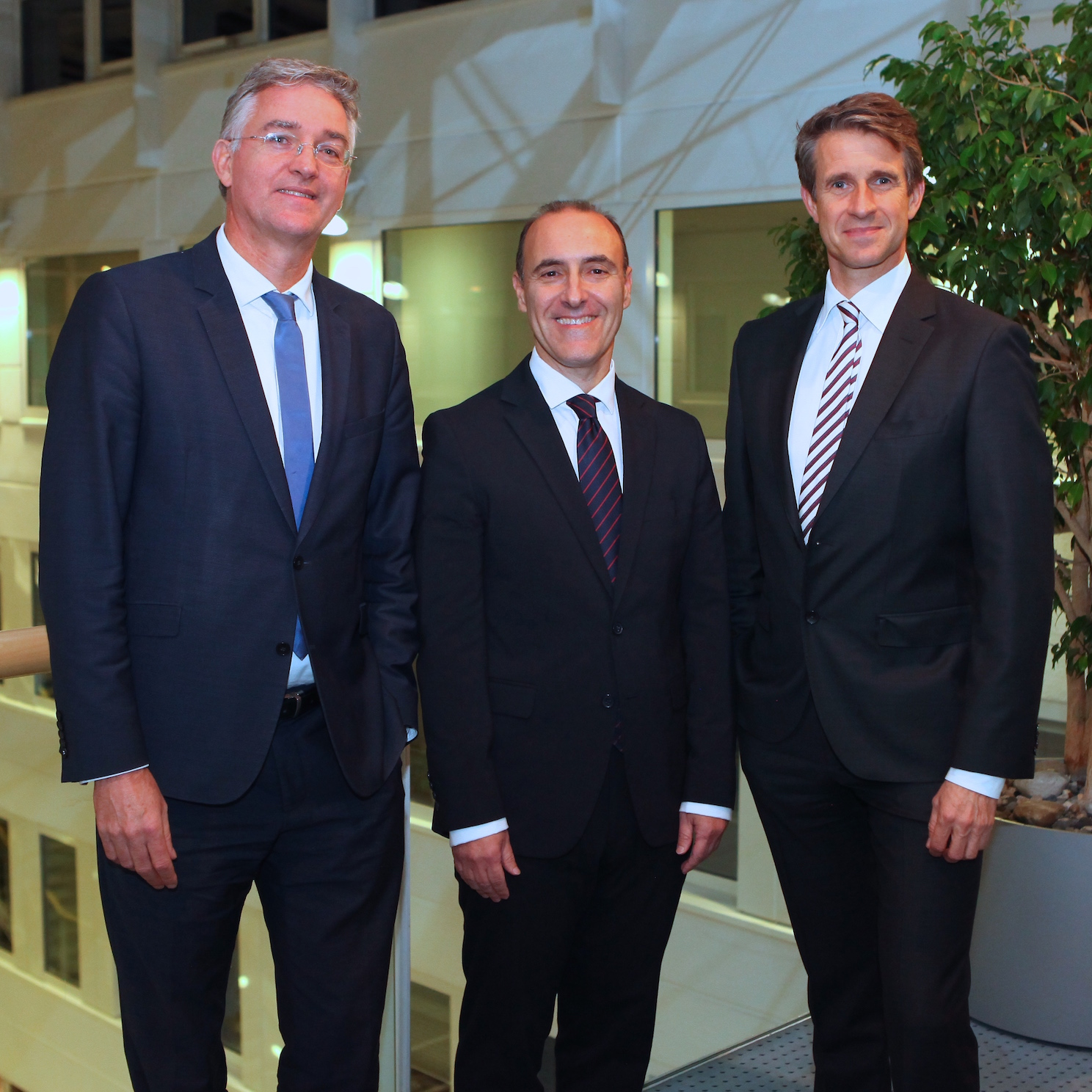"From left to right: Lahmeyer CEO Martin Seeger, Prof. Dr. Adriano Freire from the EGOS Institute Lisbon and Stefan Quandt, Deputy Executive Board Chairman of the ""Hessischer Kreis"", together at the presentation event at Lahmeyer."