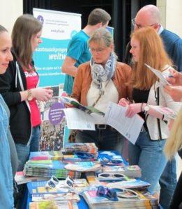 JugendBildungsmesse_Muenster_2-261x300 Info-Börse für Globetrotter in Münster - JugendBildungsmesse informiert zu Auslandsaufenthalten