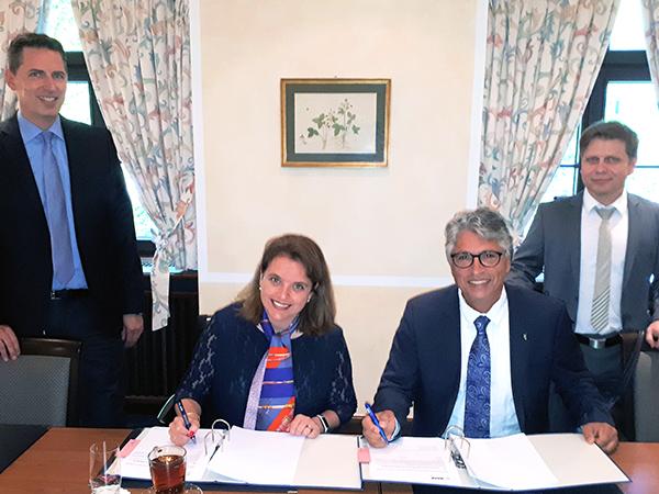Fasihi und BASF unterzeichnen  Vertrag