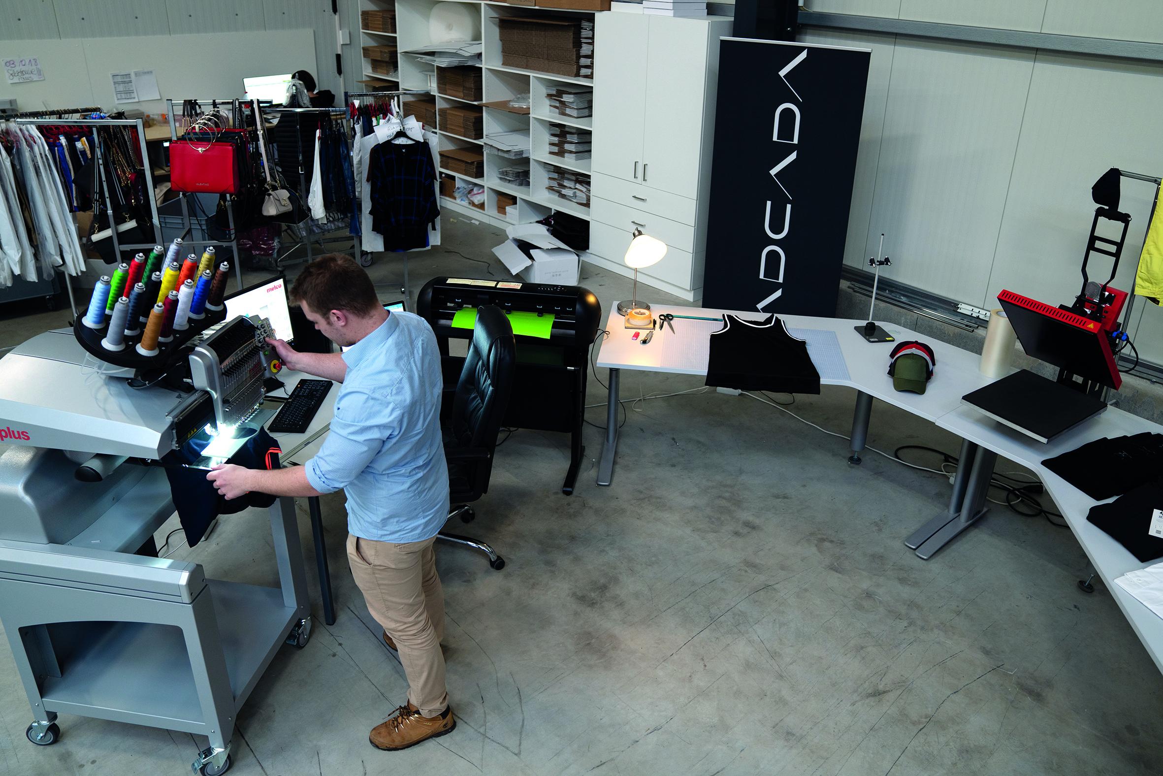 Lars Dammann an seinem Arbeitsplatz für adcada.fashion
