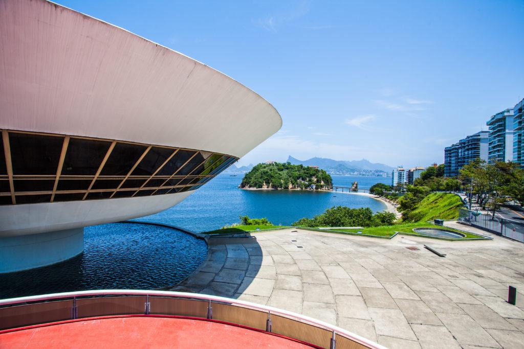 Niteroi-museum-2Rio_cEMBRATUR-1024x683 In Rio de Janeiro: Die ganze Vielfalt brasilianischer Architektur erleben