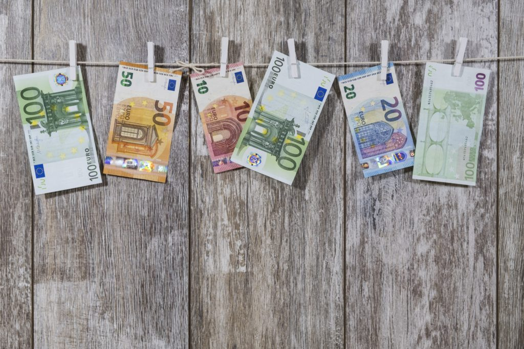 Euroscheine-auf-der-Wäscheleine-money-2991837-1024x683 Steuerfreier Sachbezug für Mitarbeiter