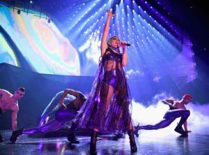 """Lady_Gaga_Enigma_1_photo_by_Kevin_Mazur_web-300x222 LeRoy Bennett setzt für Lady Gagas """"Enigma"""" Show in Las Vegas auf ELATION Dartz 360"""