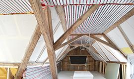 Sanft und wohngesund heizen und kühlen unterm Dach