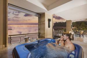 Jacuzzi-300x200 Neu, The Mulia, Bali: Wellness Frühstück zum Sonnenaufgang und Champagner & Kaviar Set der Extraklasse zum Sonnenuntergang