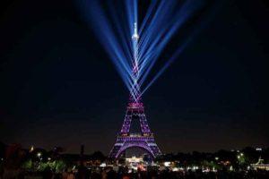 Magnum setzt für Lichtshow zum 130. Jubiläum des Eiffelturms auf ELATION Proteus