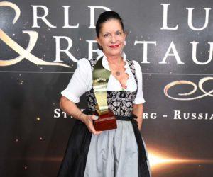 Jagdhof-Chefin-Christina-Pfurtscheller-mit-dem-Preis-300x250 5-Sterne SPA-HOTEL Jagdhof ist Europameister