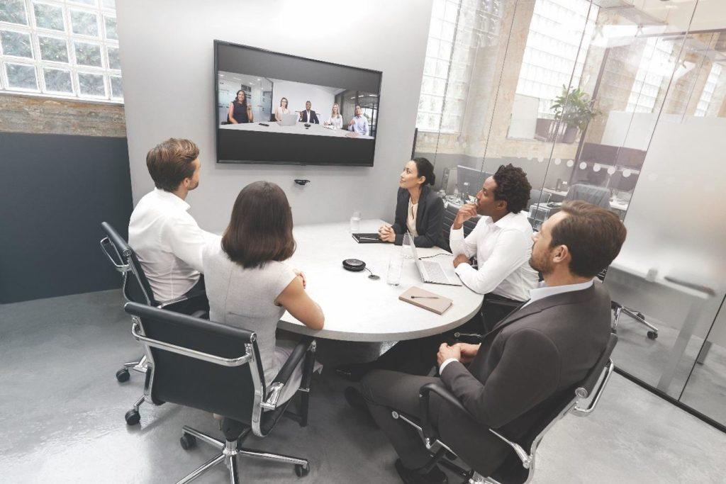 Neue intelligente Lösung für Video-Collaboration: Jabra PanaCast unterstützt Konferenzen in kleinen bis mittelgroßen Besprechungsräumen (Huddle Rooms)