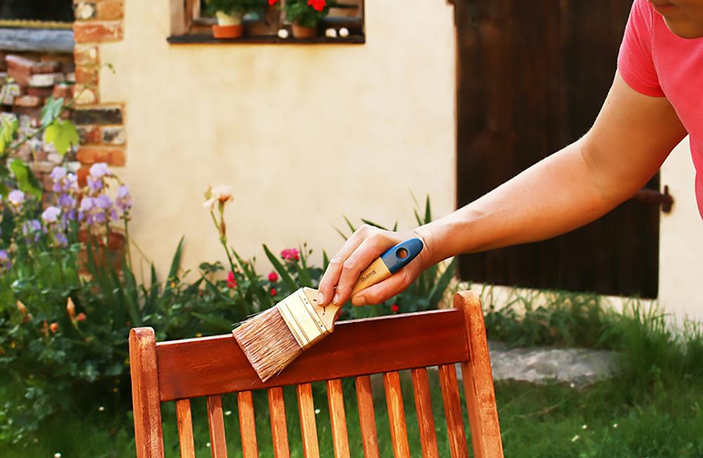 Holzlasur-aussen-1-Kopie Neuer Glanz für Gartenmöbel, Zaun & Co. - Holzlasuren auf Wasserbasis von Natural-Farben