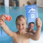 Im Urlaub die ersten Schwimmtechniken lernen – das Familotel Feldberger Hof macht es möglich