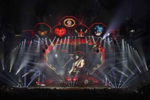 "ELATION Dartz 360 für ""End of the Road""-Welttournee von KISS"