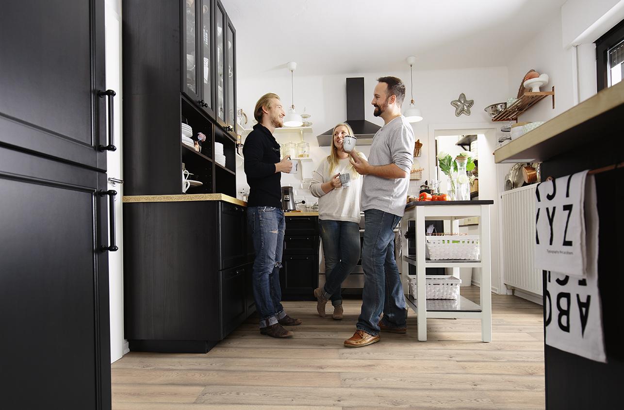 Bioboden-Kueche_1_kleiner Hart im Nehmen: elastischer und pflegeleichter Bioboden für die Küche