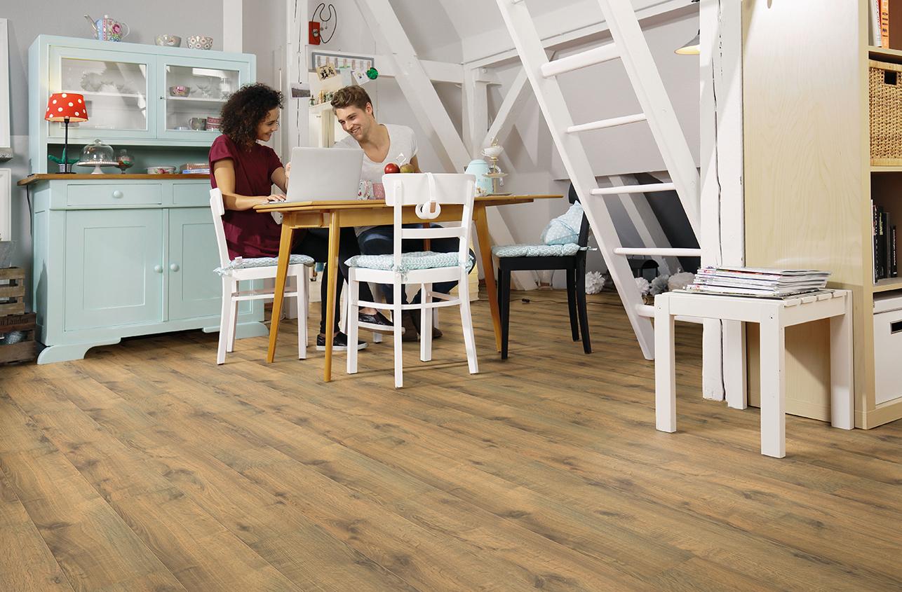 Bioboden-Kueche_2_kleiner Hart im Nehmen: elastischer und pflegeleichter Bioboden für die Küche