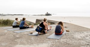 Bunker-yoga-300x159 Bunker-Yoga: Wie Jersey mit seinem deutschen Erbe umgeht – Tower wird zur Ferienwohnung – Der Cousin vom Ebbelwoi heißt Jersey-Cider