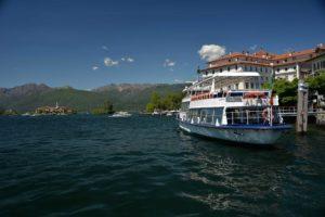 Fähre-vor-der-Isola-Bella-Foto-Roberto-Maggioni-300x200 Der Frühling am Lago Maggiore bringt Hybridschifffahrt