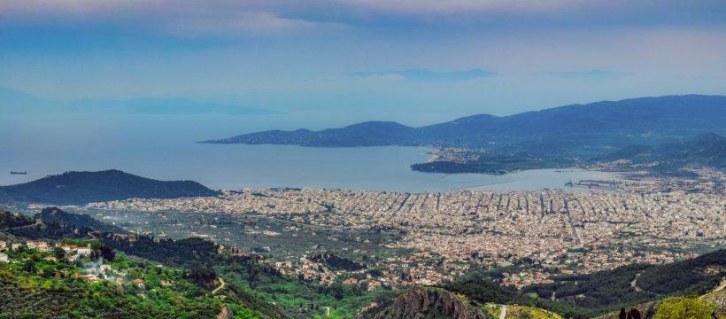Volos und die Bucht von Volos von einen Berg ausgenommen